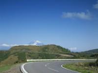 路面から音楽が!芦ノ湖スカイラインを車で通ると「残酷な天使のテーゼ」が流れるよ