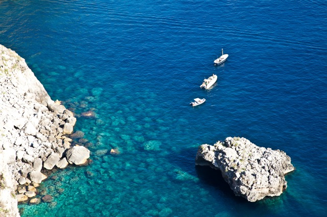 レモンの香りに誘われる、イタリアの楽園カプリ島