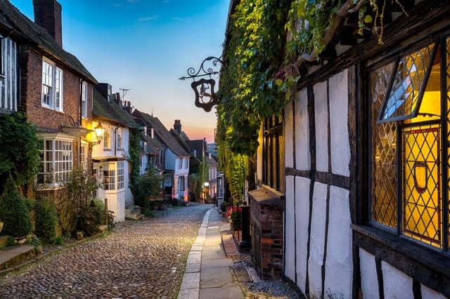 中世の空気に満ちた、絵本の世界のような街ライ