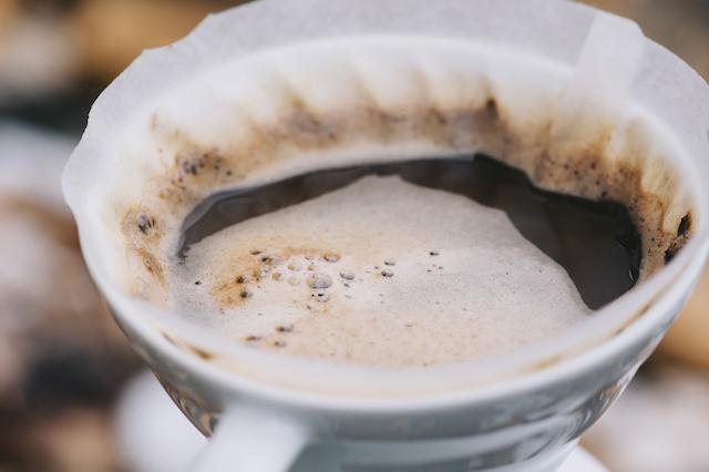 夜に仕込んで朝に飲む!一晩寝かせる絶品の【水出しアイスコーヒー】レシピ