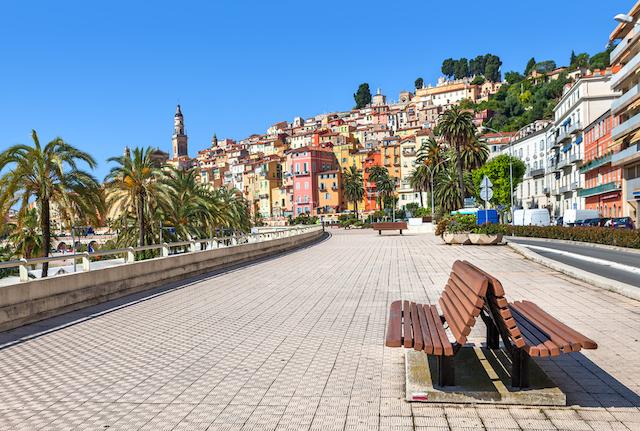 ビタミンカラーの絶景が魅力、南仏のリゾート地「マントン」