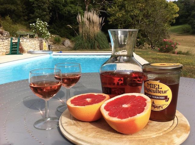 ワインとフルーツを混ぜるだけ! フランスで流行中のサマーカクテル