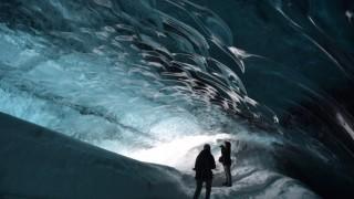 【アイスランド】青く輝く神秘的な光、氷の洞窟ツアー「Ice Cave」