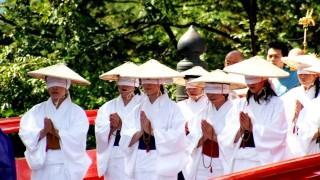 白装束に目隠しで死を体験・・・立山で3年に1度行われる宗教儀式【布橋灌頂会】