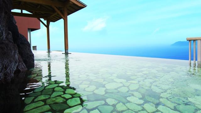 天空に迷い込んだかのよう! 太平洋を一望できる伊豆の絶景温泉