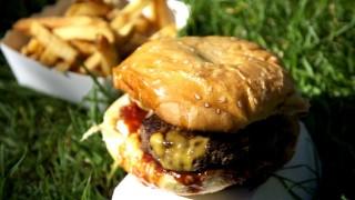 全世界バーガーランキングTOP10入りしたパリのバーガーとは