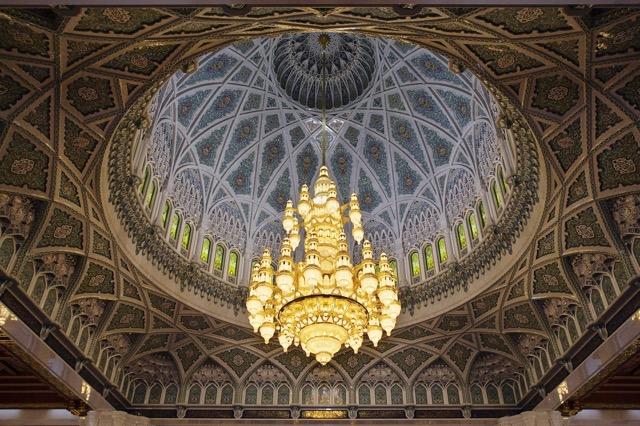 ため息がでるほどの美しさ!中東オマーンの華麗なるグランドモスク