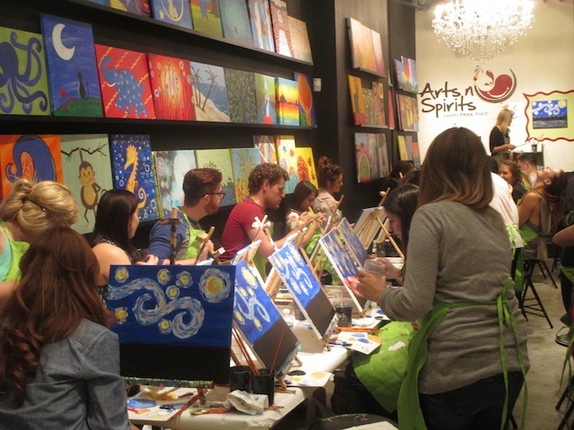 ワイン片手に絵を学ぶ、シカゴで話題のアートスタジオ