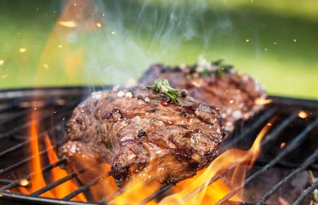 原料は何!?「ベジタリアン用」のステーキ肉が超リアル