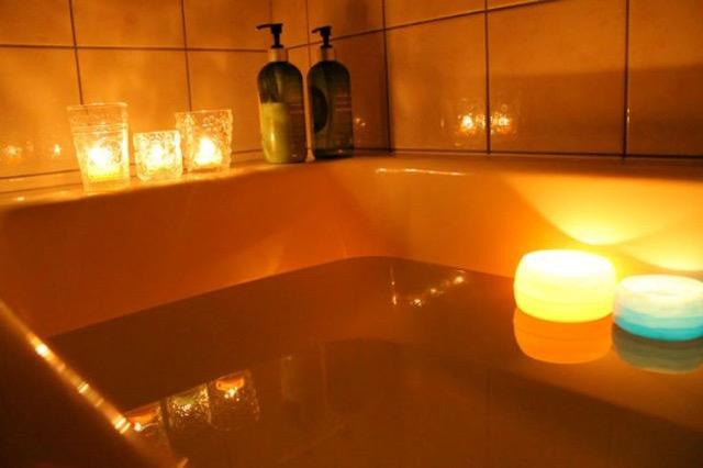 これは癒される~!秋冬の夜にお風呂で試したいキャンドルテク