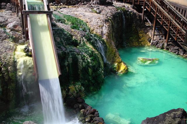 みんなが年末に行きたい温泉地ランキング!東日本、西日本の1位はアソコ!