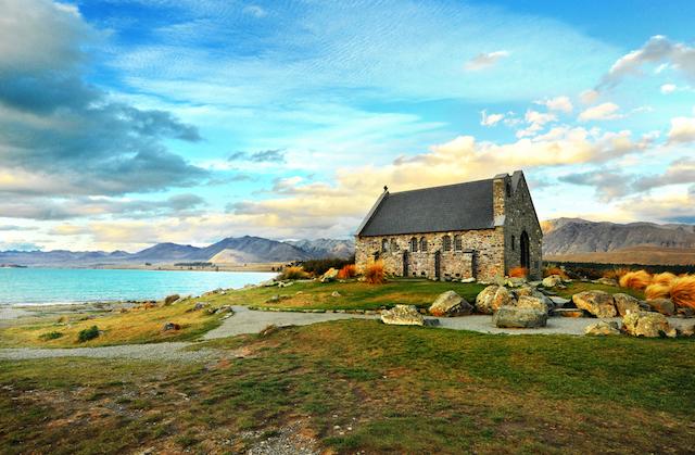 神秘的なミルキーブルーが美しすぎる!ニュージーランド「テカポ湖」