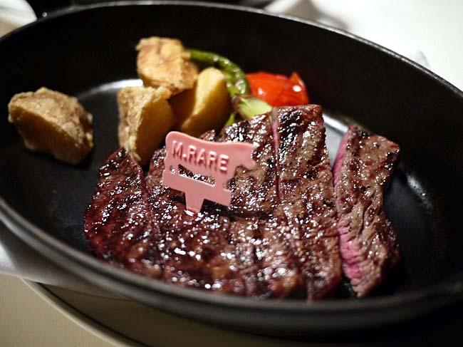 赤身なのに驚きのやわらかさ!ステーキ専門店で飛騨牛を満喫