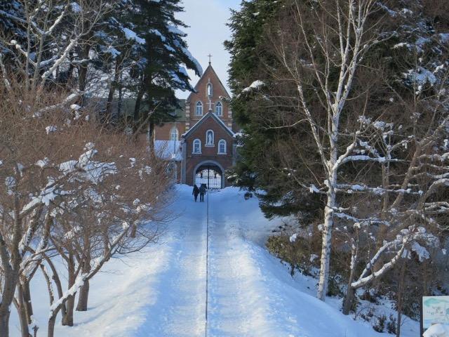 まるで外国のよう!美しい並木道の心洗われる風景、函館のトラピスト修道院