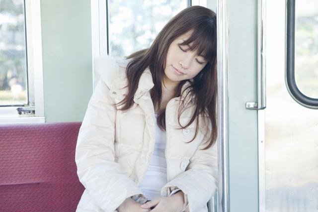 電車の中で居眠りができるのは日本人の才能?