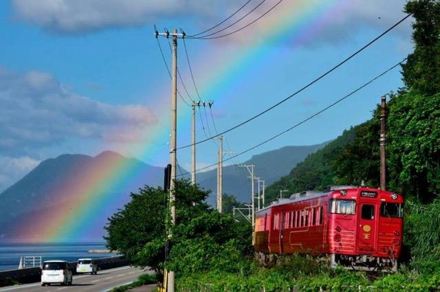 のんびりできる時間がすてき!全国の美しすぎる観光列車3選