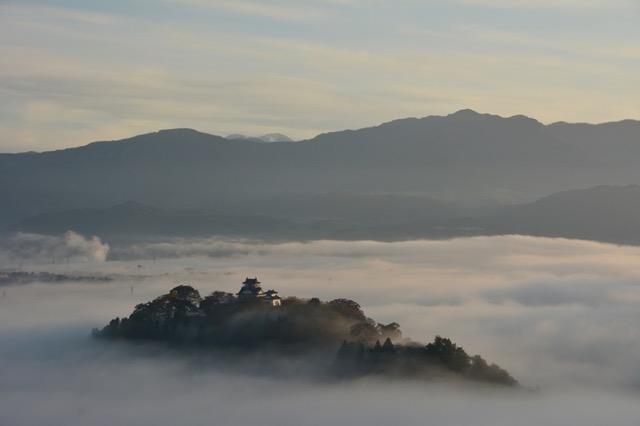 悲しくなるほど美しいと言わしめた城も。日本の天空の城3選