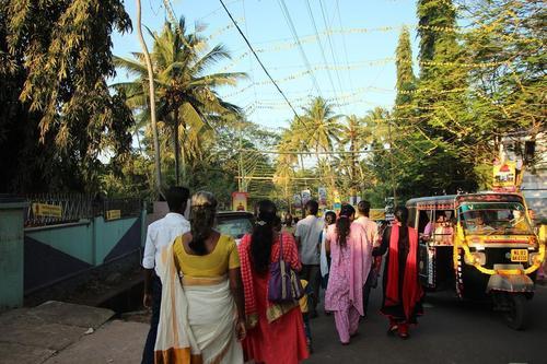 信仰のあついインド人で大混雑。シヴァギリ・ムットの巡礼に参加してみた