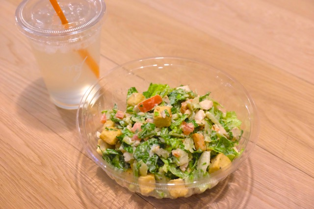 NYで流行中!スプーンで食べられる「チョップドサラダ」でヘルシー習慣