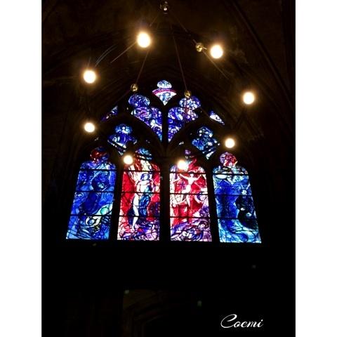 シャガールが手がけたステンドグラスに出会える「サンテチエンヌ大聖堂」