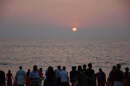 オレンジゴールドが美しい。アラビア海に沈む夕日に酔いしれる