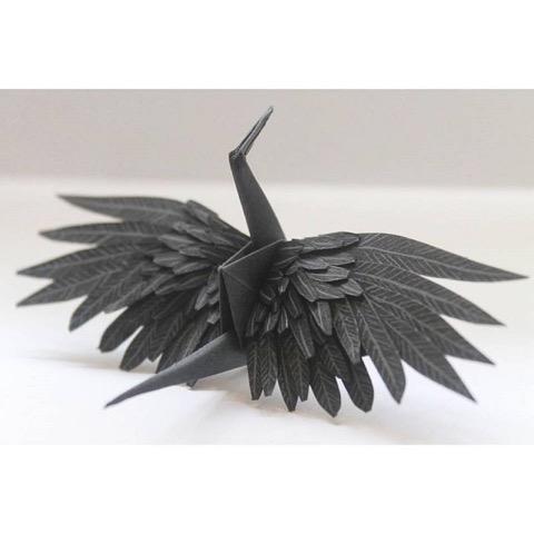 「一日一鶴」、日々の想いを折り鶴に託すORIGAMIアーティスト