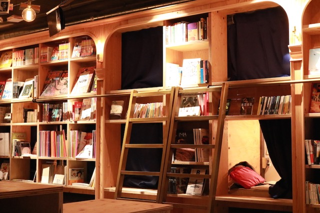 今話題の「泊まれる本屋さん」に泊まってみた。