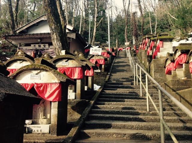 【富山】難病が治った伝説も!日本100名水の「穴の谷霊場」の水がスゴイ