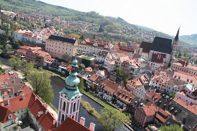 まるで絵本の世界、「欧州で最も美しい街」チェスキークルムロフ