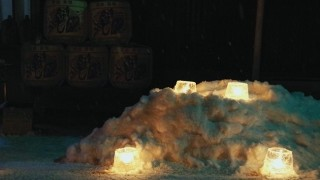 手作りキャンドルの灯火が幻想的。今年も「氷雪の灯祭り」が開催中