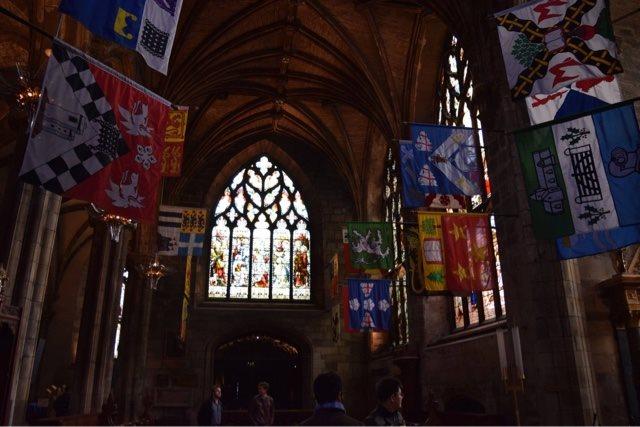 バグパイプ演奏や大聖堂を見学!スコットランドの伝統を満喫する旅