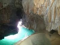 こんな絶景が日本に!幻想的すぎる宮古島の鍾乳洞「パンプキンホール」へ