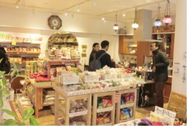 神戸に行ったら立ち寄りたい、ユニークな新オープン店舗 その1「日本一きれいなハラールショップ」
