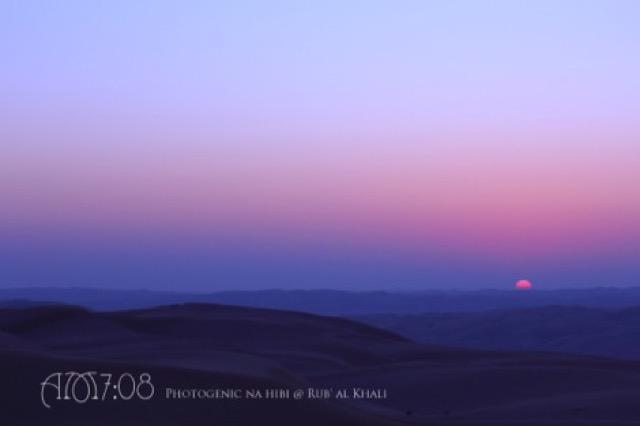 砂漠に昇る神秘的な朝日に感動。アブダビで「デザートハイク」に参加