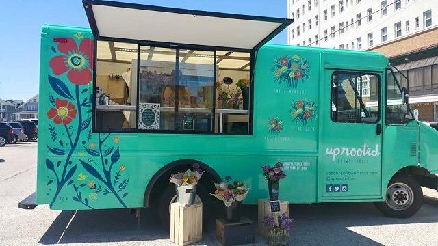 NY中に花と幸せを届ける可愛らしい移動式フラワーショップ「Uprooted Flower Truck」