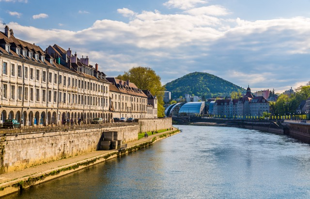丘陵と川に囲まれた美しいフランスの城塞都市、ブザンソン
