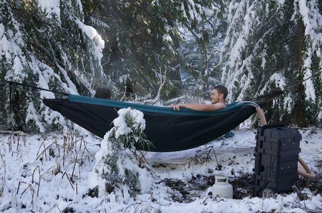 冬こそ使いたい!大自然の中のモバイルお風呂「ハイドロ・ハンモック」