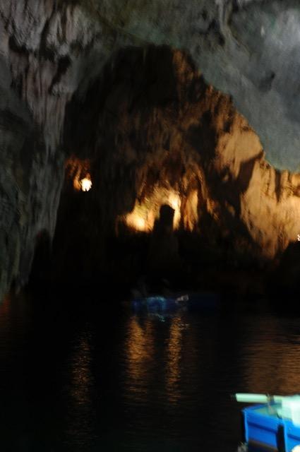 青の洞窟だけじゃなかった!自然の神秘に輝くアマルフィの「エメラルドの洞窟」