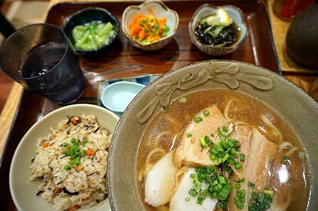 【那覇空港】沖縄そばで旅を〆よう!沖縄郷土料理「天龍」