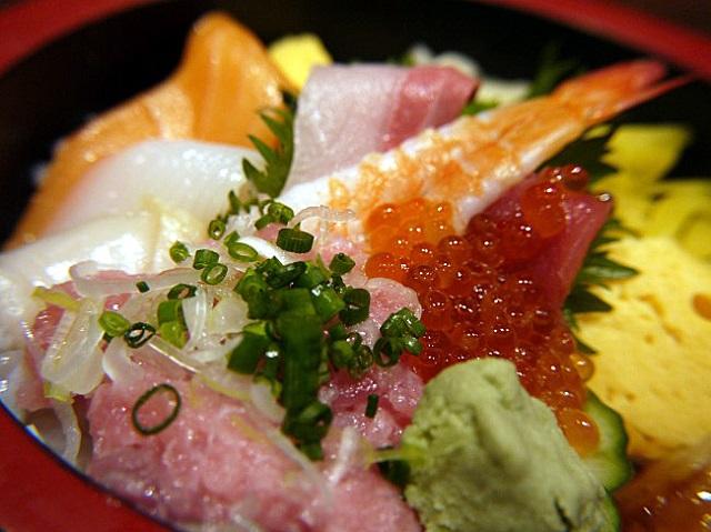 【新宿】1000円でお釣りがくる!コスパの良い海鮮ちらし「雛寿司」