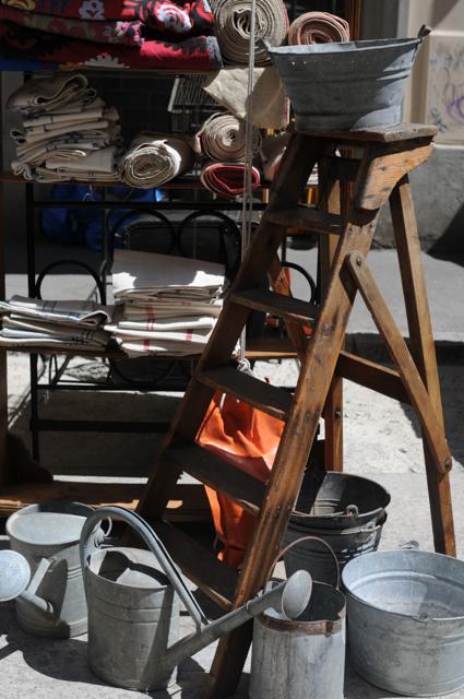 古き良き物を大切に使うイタリアの魅力あふれる骨董市