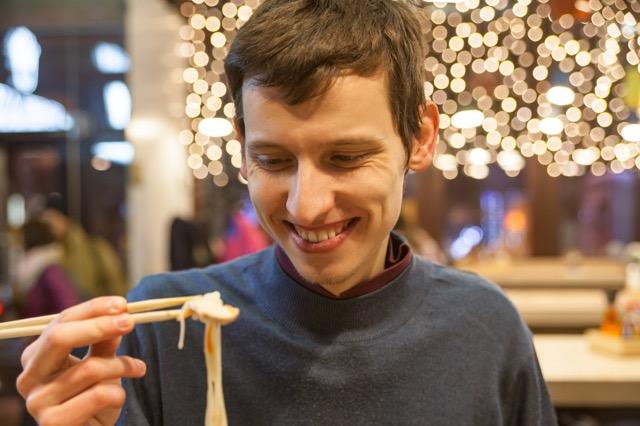 それってマジ?ニューヨーカーの不思議なラーメンの食べ方