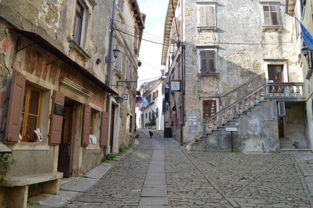 まるで童話から抜け出してきたようなアーティストの街、グロジュニャン