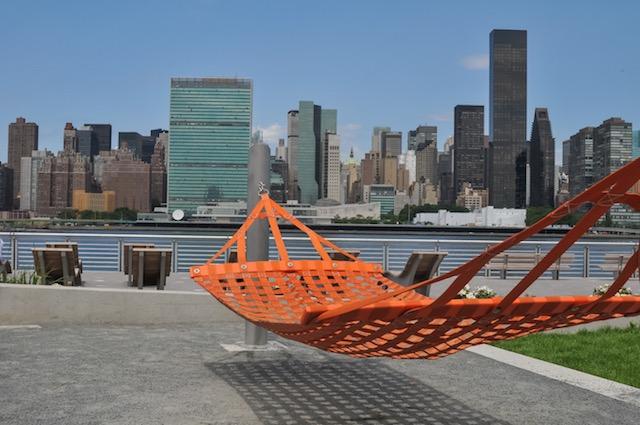 【ニューヨーク】ハンモックに揺られて摩天楼を眺めよう、ロングアイランドシティが旬
