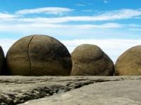 ニュージーランドにある不思議な石「モエラキ・ボルダーズ」