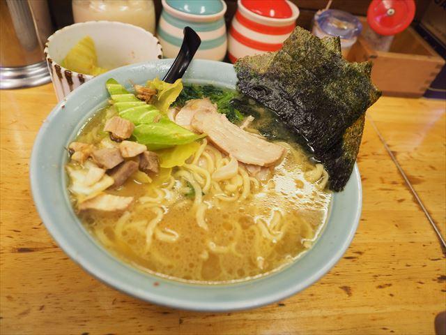 【川崎】サッパリとした豚骨スープに多めの油脂。ラーメン「近藤家」