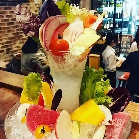 【渋谷】まるでパフェのような盛り付け!バーニャカウダが美味しいワインバル