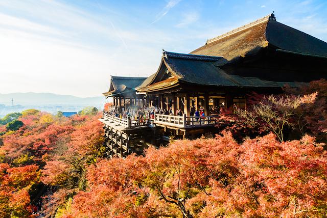 ディズニーやUSJを超えた!外国人旅行者がツイートしたくなる日本の観光名所1位は