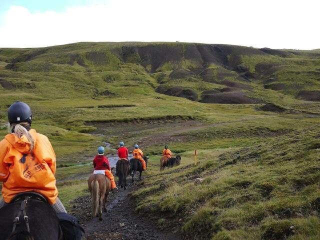 【アイスランド】かわいすぎる馬に乗って訪れる、温泉と大自然に癒される旅