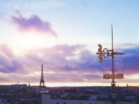 ひと味違ったパリの景色を体験 老舗デパートの屋上のから眺めるパリ